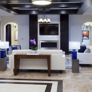 オーランドの大きいコンテンポラリースタイルのおしゃれなファミリールーム (白い壁、トラバーチンの床、標準型暖炉、レンガの暖炉まわり) の写真