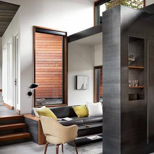 Inspiration för ett mellanstort funkis allrum med öppen planlösning, med vita väggar, klinkergolv i porslin och grått golv