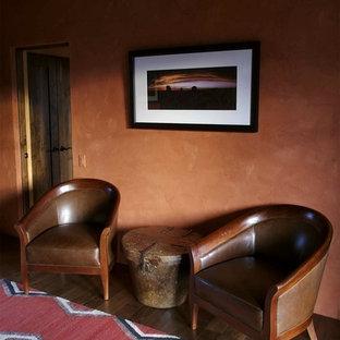 オレンジカウンティの中サイズのサンタフェスタイルのおしゃれなオープンリビング (オレンジの壁、トラバーチンの床、両方向型暖炉) の写真