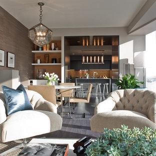 Idées déco pour une salle de séjour contemporaine de taille moyenne et ouverte avec un mur orange et un sol en bois foncé.