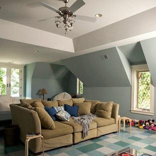 シカゴの大きいトラディショナルスタイルのおしゃれなファミリールーム (ゲームルーム、青い壁、リノリウムの床) の写真