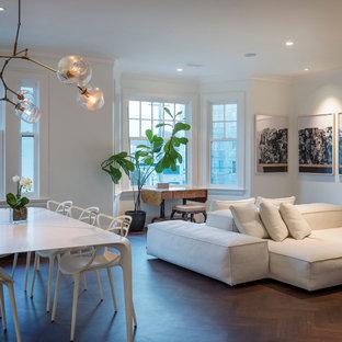 Inspiration pour une salle de séjour design ouverte avec un mur blanc, un sol en bois foncé et un sol marron.