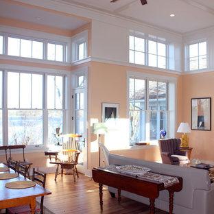 Cette photo montre une salle de séjour chic de taille moyenne et ouverte avec un mur orange et un sol en bois clair.