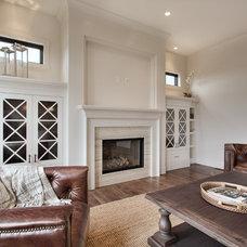 Traditional Family Room by Veranda Estate Homes & Interiors
