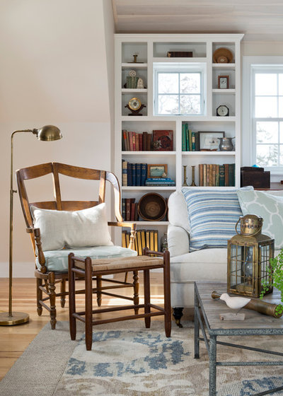 Классический Семейная комната by Kate Jackson Design