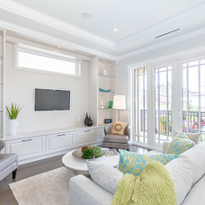 Transitional Family Room by John Henshaw Architect Inc.