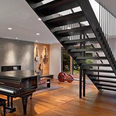 Modern Family Room by Floisand Studio