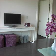 Modern Family Room West Side - Los Angeles - Purple condo