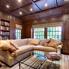 Traditional Family Room by J F ROESEMANN BUILDERS INCORPORATED