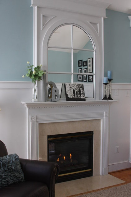 Traditional Family Room by Whimages