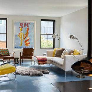 Diseño de sala de estar cerrada, contemporánea, de tamaño medio, con paredes blancas, suelo vinílico, televisor retractable, suelo azul y chimeneas suspendidas