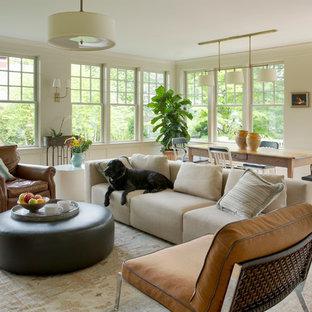 Exemple d'une salle de séjour victorienne ouverte et de taille moyenne avec un mur beige, un sol en bois clair et aucun téléviseur.