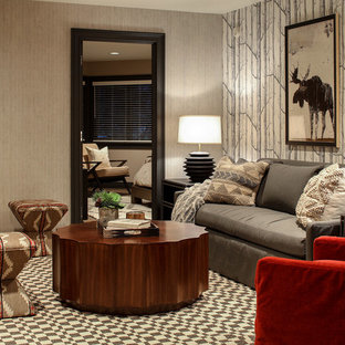 Uriges Wohnzimmer ohne Kamin mit bunten Wänden, Teppichboden und buntem Boden in New York