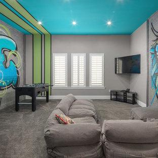 オーランドのコンテンポラリースタイルのおしゃれなファミリールーム (ゲームルーム、マルチカラーの壁、カーペット敷き、壁掛け型テレビ、グレーの床) の写真