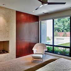Modern Family Room by todd hamilton