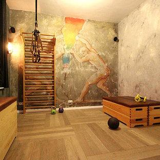 ハンブルクのシャビーシック調のおしゃれなホームジムの写真