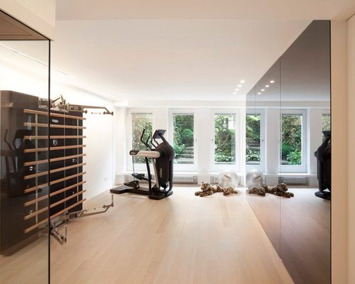 moderner fitnessraum einrichten home gym heim. Black Bedroom Furniture Sets. Home Design Ideas
