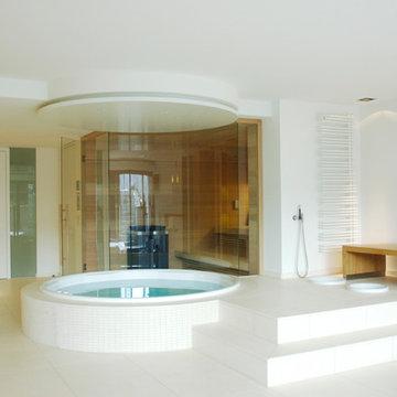 Luxus-Wellnessbereich mit Sauna, Whrilpool und Bar