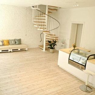 Home yoga studio - small modern home yoga studio idea in Berlin