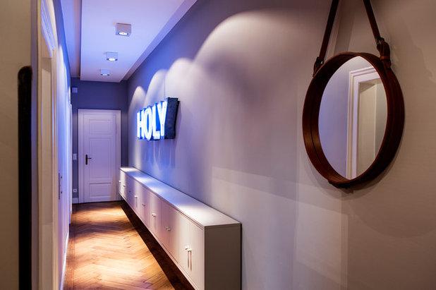 Modern Flur by BESPOKE Interior Design & Production