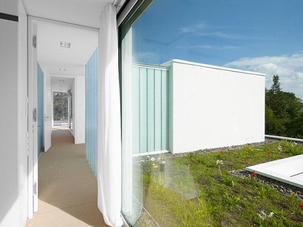 Modern Flur by Christ.Christ. associated architects GmbH