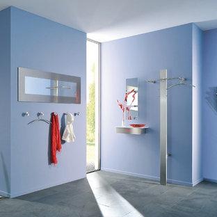 デュッセルドルフのコンテンポラリースタイルのおしゃれな廊下 (青い壁) の写真
