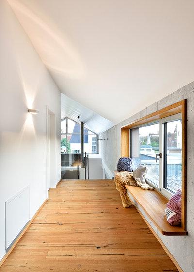 Modern Flur by kühnlein architekten GmbH