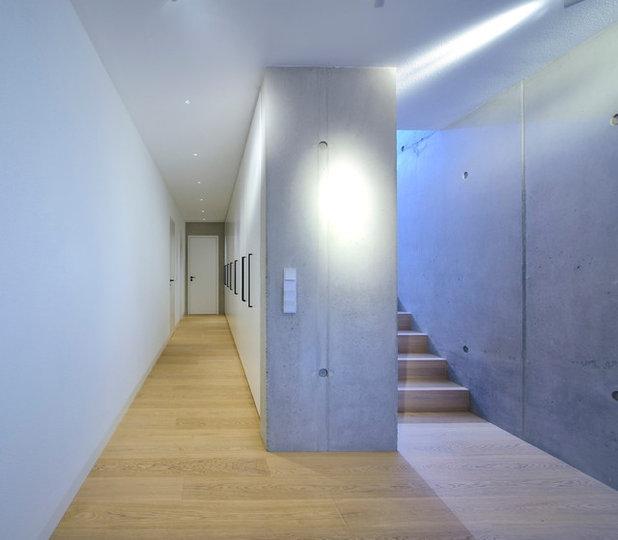 Moderne Couloir by Peters Fotodesign