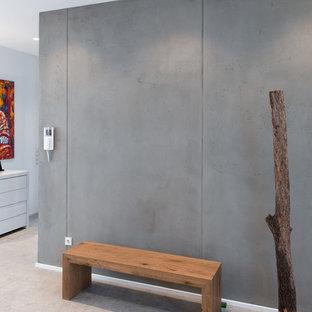 Couloir avec un mur gris Dusseldorf : Photos et idées déco de couloirs