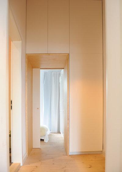 Contemporary Corridor by JSW Studio