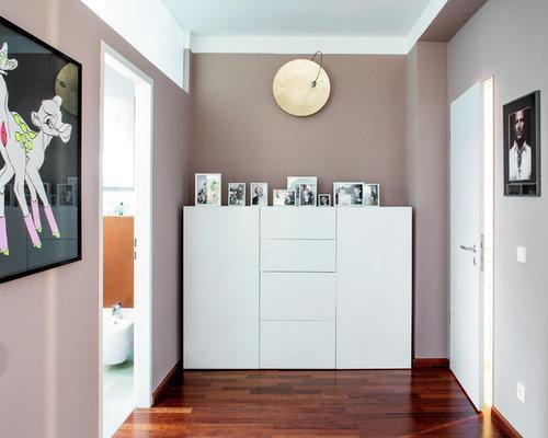 moderner flur mit lilafarbenen w nden ideen f r die. Black Bedroom Furniture Sets. Home Design Ideas