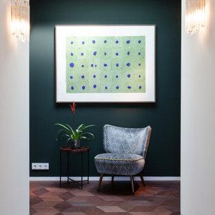 На фото: огромный коридор в стиле ретро с зелеными стенами, паркетным полом среднего тона, коричневым полом и потолком из вагонки