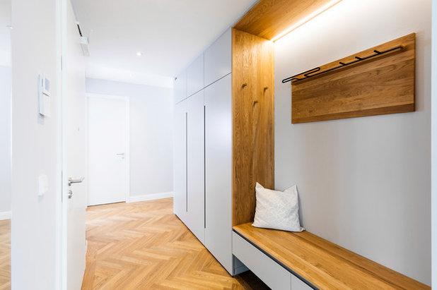 Skandinavisch Flur by BESPOKE Interior Design & Production