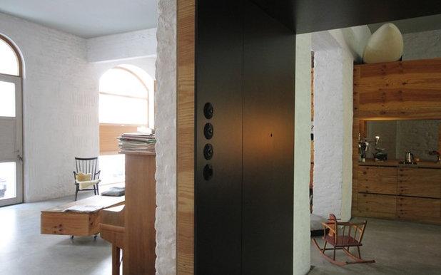 Contemporaneo Corridoio by studio lot Architektur | Innenarchitektur