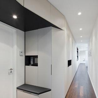 Über 25 Meter erstreckt sich das raumbildende Möbel durch die Penthousewohnung