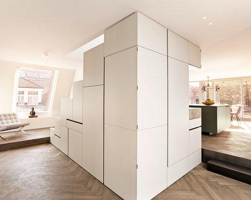 flur mit dunklem holzboden ideen f r die flurgestaltung houzz. Black Bedroom Furniture Sets. Home Design Ideas