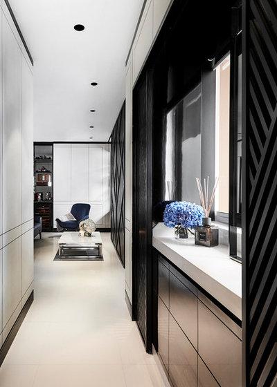 Modern Entrance by akiHAUS Design Studio