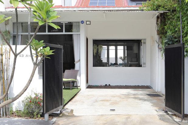 Industrial Entrance by SYNC INTERIOR PTE. LTD.