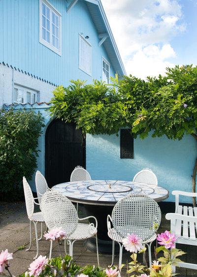 Stunning Scandinavian Patio by Fotograf Camilla Stephan