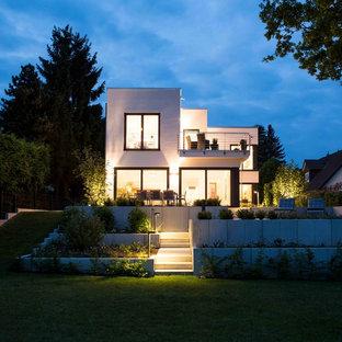 Mittelgroße Moderne Gartenmauer hinter dem Haus mit Betonplatten in Sonstige