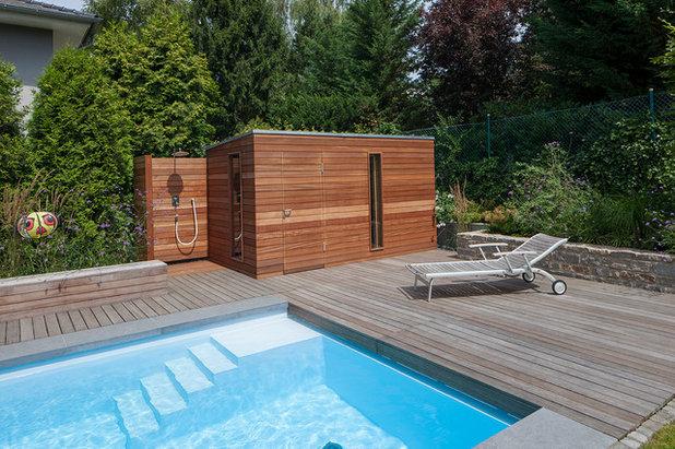 Eine moderne gartensauna mitten in einer gr nen oase im - Gartensauna modern ...