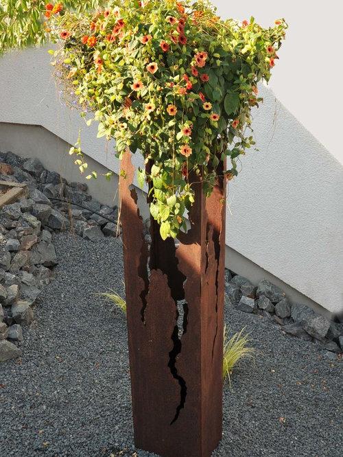Blumensäulen aus metall