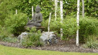 Buddhastatue in Garten