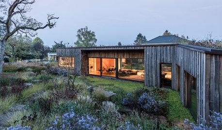 Mit der Natur im Einklang: Ein Haus aus dreierlei Holz