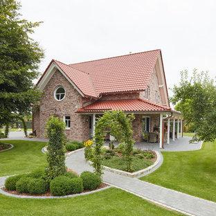 Mittelgroßer Landhaus Garten hinter dem Haus mit direkter Sonneneinstrahlung in Bremen