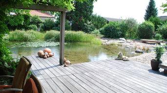 Garten mit großem Teich