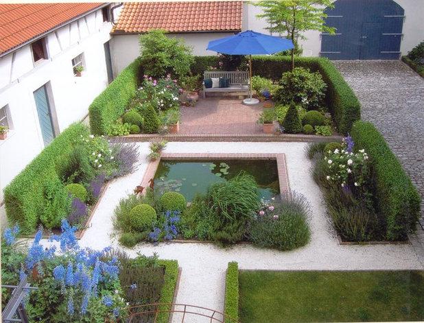 Farmhouse Garden by Droll & Lauenstein