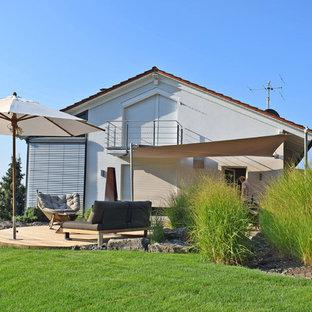 Jardin avec une terrasse en bois ou composite Stuttgart : Photos et ...