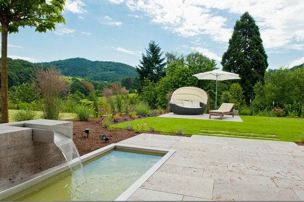 American Traditional Garden by natursteinwolf - die natursteinmanufaktur