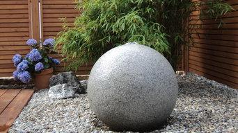 Granitkugel mit Wasserfontäne